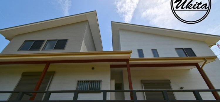 大きなオープンデッキのある2世帯住宅。